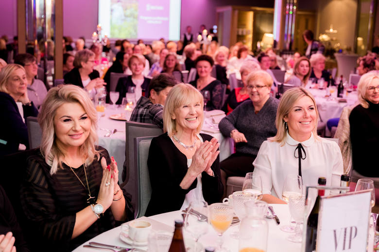 Kolacja pokoleniowa Ery Nowych Kobiet w Białymstoku. Uczestniczki rozmawiały o profilaktyce raka piersi (ZDJĘCIA)