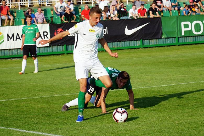 Sam Wiktor chyba się nie spodziewał, że tak szybko stanie się istotnym piłkarzem ekipy Piotra Tworka. Pierwszą okazję do pokazania swoich umiejętności