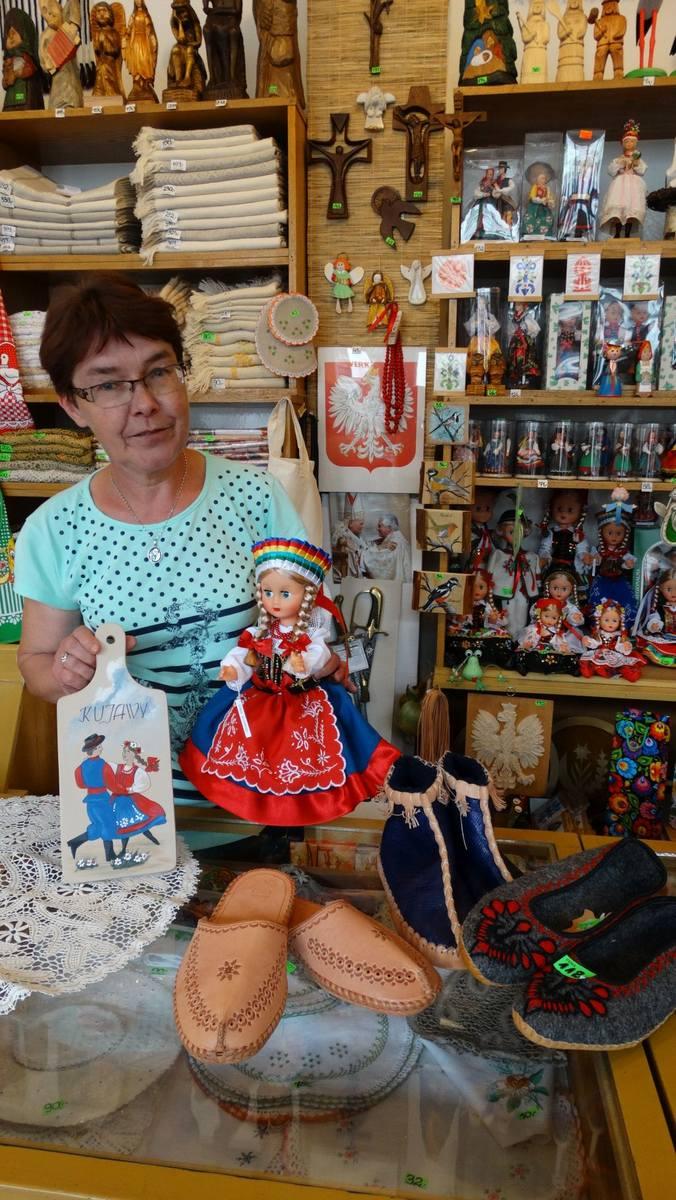 Elżbieta Słowik pracuje w Cepelii od lat. Zna się na sztuce ludowej.