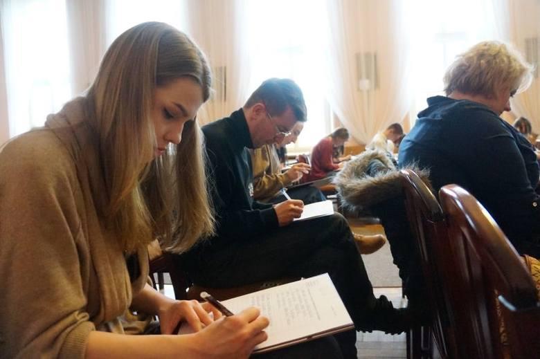 UwB. V Podlaskie Akademickie Mistrzostwa w Ortografii (zdjęcia, wideo)