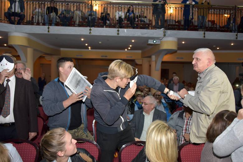 Lech Wałęsa w Białymstoku. Młodzież Wszechpolska zakłóciła spotkanie