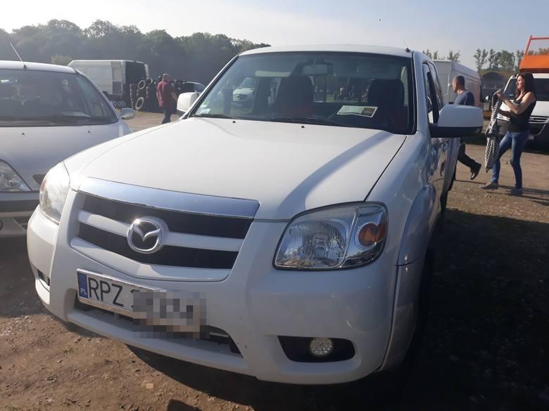 Mazda BT50. Silnik: 2,5; diesel. Rok produkcji: 2010. Cena: 22,5 tys. złotych