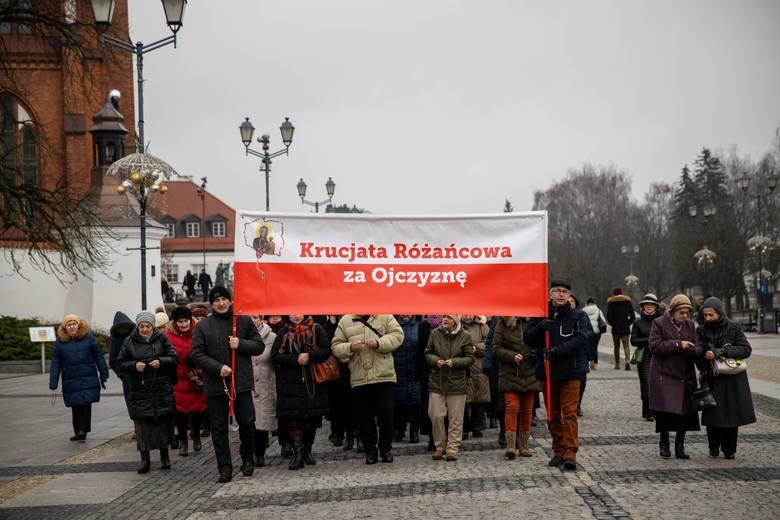 Pokutny różaniec w Białymstoku. Protest przeciwko deprawacji dzieci i bierności władz samorządowych i rządu wobec zła LGBT i GENDER