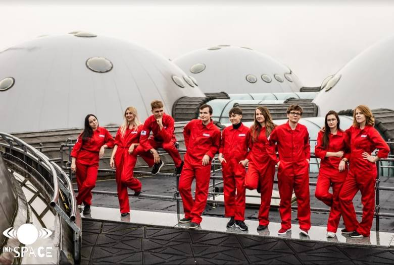 Polska grupa Innspace skonstruowała wyróżniony projekt bazy księżycowej z glonami. W zespole jest mieszkanka Ogrodzieńca - Ewa Borowska.