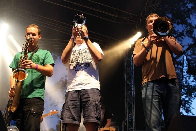Zespół TABU na festiwalowej scenie w Bąkowie.