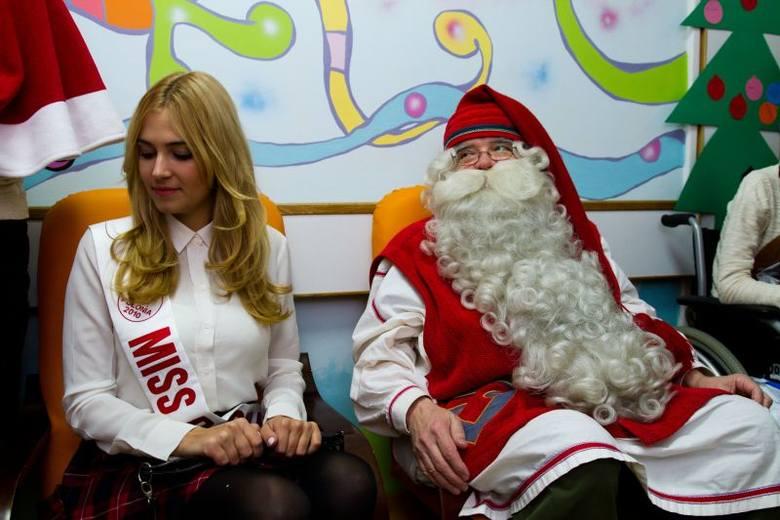 Uniwersytecki Dziecięcy Szpital Kliniczny. Mikołaj z Laponii odwiedził dzieci [ZDJĘCIA]