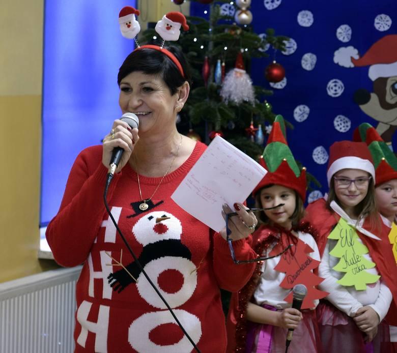 Uczestniczyliśmy w imprezie mikołajkowej zorganizowanej w Szkole Podstawowej w Świerznie. Była moc atrakcji. Dzieci śpiewały i tańczyły, odgrywały scenki.