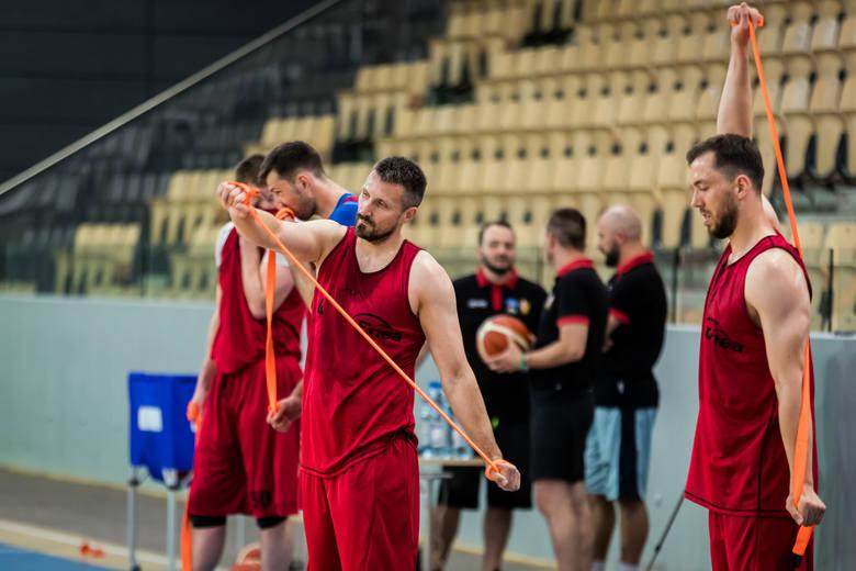 Koszykarze Enea Astoria Bydgoszcz przygotowują się do debiutanckiego sezonu w Energa Basket Lidze. Trener Artur Gronek ma do dyspozycji wszystkich czternastu