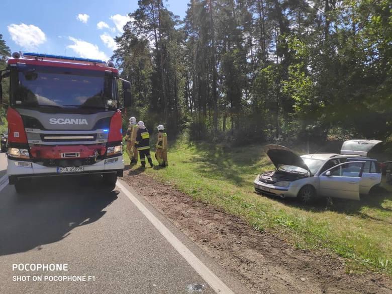 Chraboły. Wypadek na DK 65. Zderzyły się dwa samochody (zdjęcia)
