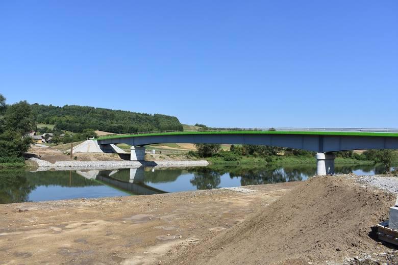 Wielkimi krokami zbliża się zakończenie długo oczekiwanej inwestycji w Sielnicy koło Dubiecka w powiecie przemyskim. Na przełomie września i października