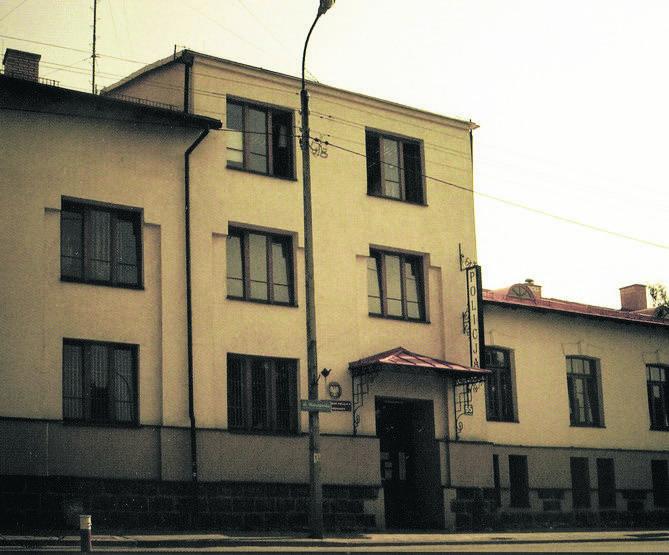Do stycznia 1945 roku w gmachu przy Warszawskej mieściło się NKWD. W 1956 roku budynek zajęło MO