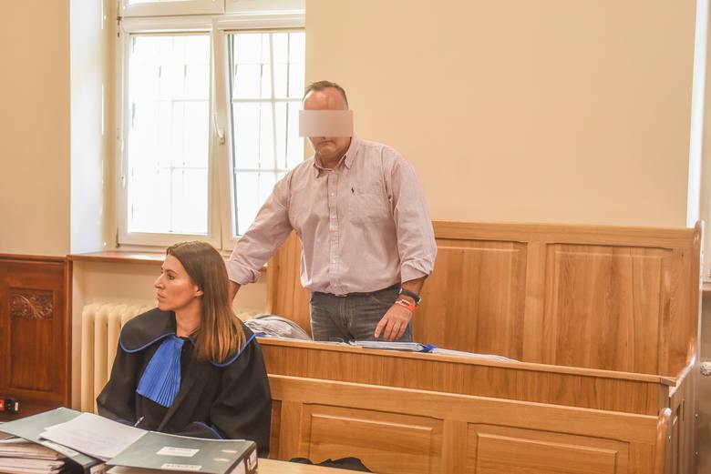 """Tomasz J. jest oskarżony o posługiwanie się sfałszowanymi dokumentami oraz nielegalną rozbudowę obiektu. Mężczyzna nie przyznaje się do winy. Twierdzi, że został w tę sprawę """"wmanewrowany"""""""