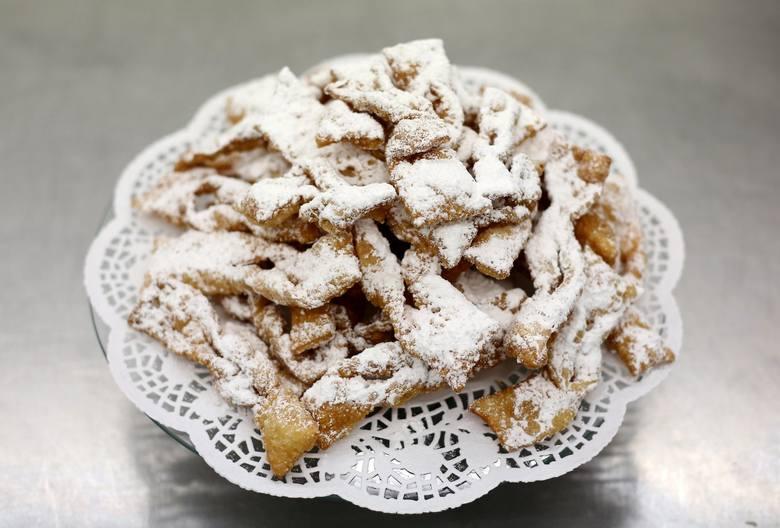 Dorota Andrzejewska, szefowa kuchni w łódzkim Gastronomiku, podpowiada przepis na pyszne pączki z wiśniami!