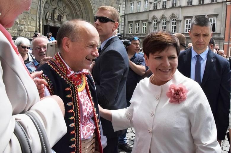 Premier Beata Szydło z mężem przyjechała na święcenia kapłańskie swojego syna Tymoteusza