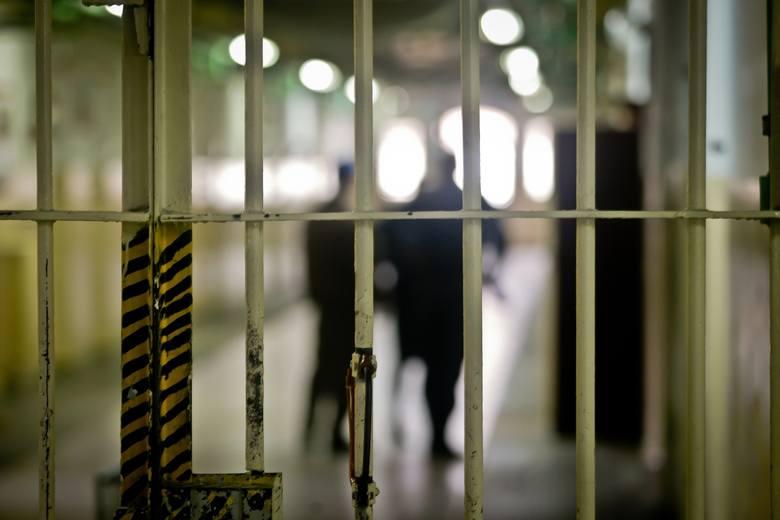 Mężczyzna został zatrzymany i usłyszał zarzut oszustwa.  Sąd zdecydował już o jego tymczasowym aresztowaniu. Mężczyźnie grozi do 8 lat więzienia.