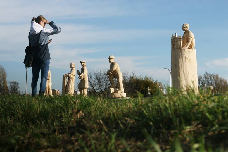 Drewniane rzeźby nad Bystrzycą są inspirowane Lublinem. Zobacz zdjęcia!