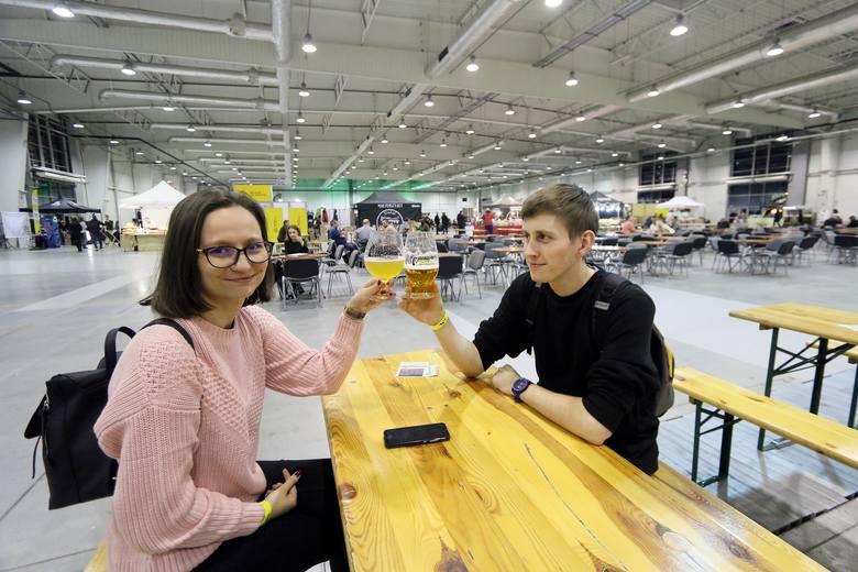 Targi piwne w Lublinie. Około 300 różnych piw na piątej edycji Lubelskich Targów Rzemieślniczych. Zobacz zdjęcia