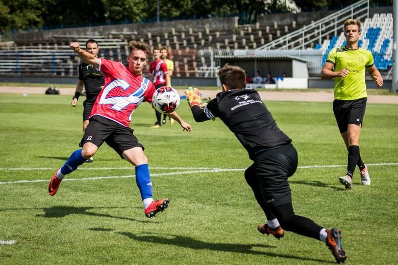 Piłkarze spadkowicza z III ligi Chemika Moderatora Bydgoszcz rozegrali w sobotę pierwszy tego lata sparing - z beniaminkiem III ligi.Bydgoski zespół