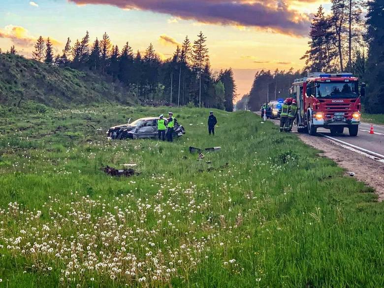 Majówka. Wypadek na drodze krajowej DK 65 Białystok - Bobrowniki. Trzy osoby ranne [ZDJĘCIA]