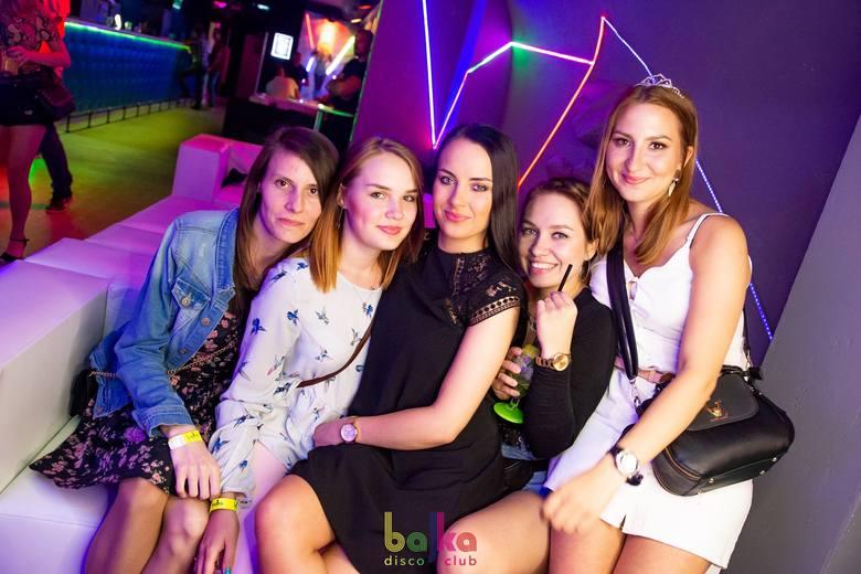 Ciepłe wieczory i noce zachęcają do spędzania ich poza domem, na przykład w klubach. Nie inaczej było w ten weekend i w toruńskiej Bajce naprawdę sporo