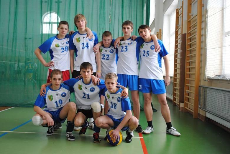 Chłopcy z gimnazjum wygrali zawody w koszykówce