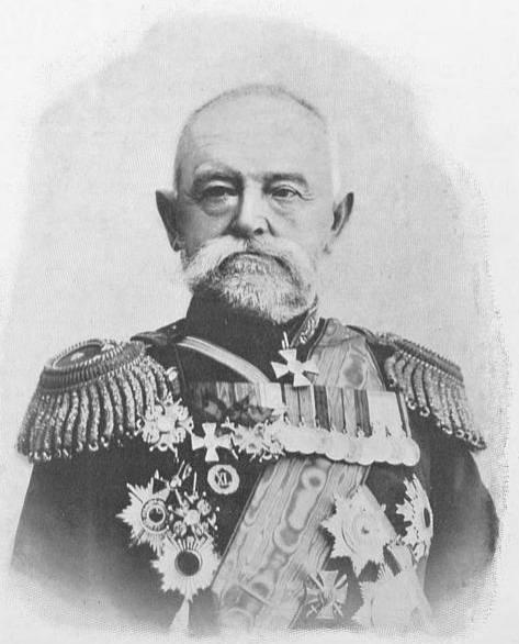 Gen. Nikołaj Pietrowicz Liniewicz był kawalerem licznych odznaczeń, weteranem wojny rosyjsko-tureckiej, dowódcą sił międzynarodowych w walkach z powstaniem