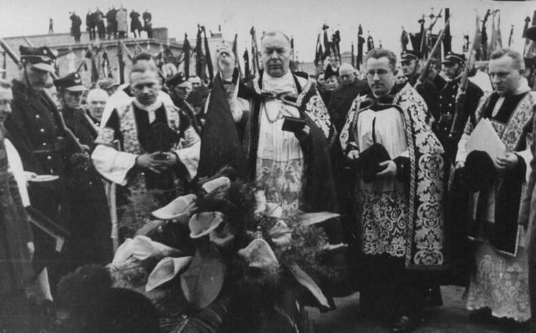 Około 10.30 ksiądz Streich z Lubonia chciał wygłosić kazanie dla dzieci i w tym momencie dosięgły go kule zamachowca