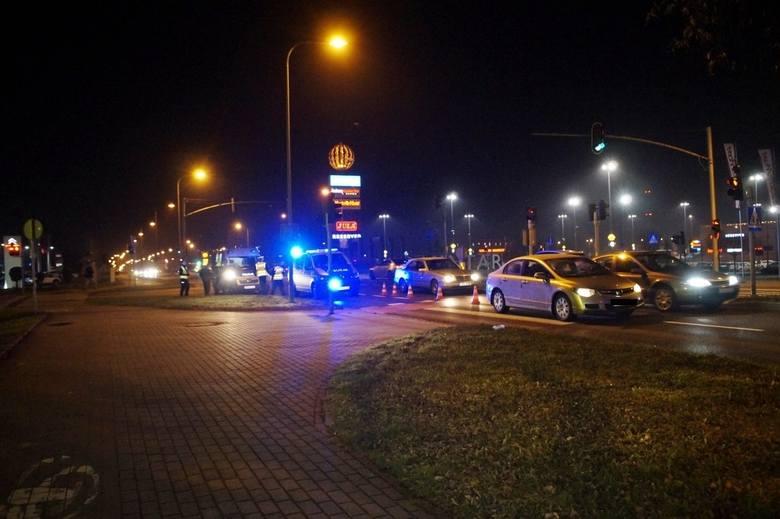 Wczoraj (wtorek 10.12) przed godz. 20., kierujący osobową Hondą mężczyzna, potrącił przechodzącą przez przejście dla pieszych, kobietę. Przybyło na miejsce