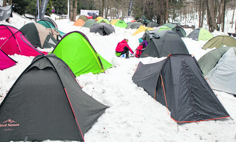Zimowa przygoda w górach, pod namiotem