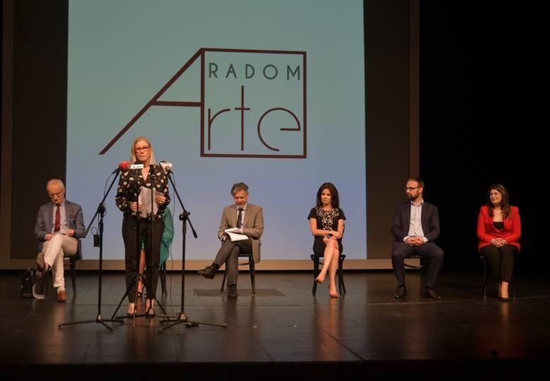 Założyciele Fundacji dla Kultury Radom Arte zaprosili do Teatru Powszechnego władze miasta, by poinformować je o powstałej Fundacji i zachęcić do wspierania