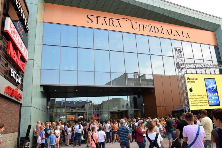 Stara Ujeżdżalnia to pierwszy tak duży obiekt handlowy w Jarosławiu. Jutro (sobota 31 sierpnia) na terenie PWSTE w Jarosławiu koncerty związane z otwarciem