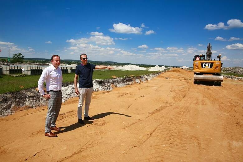 Wkrótce zakończą się prace budowlane na uczelnianym lotnisku PWSZ w Chełmie. Pas startowy już gotowy. Zobacz zdjęcia
