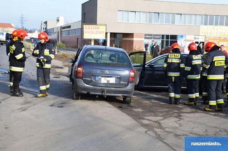Ze wstępnych ustaleń policji wynika, że kierujący VW Passat jadący ulica Zielną w kierunku P2 podczas manewru skrętu w lewo nie udzielił pierwszeństwa