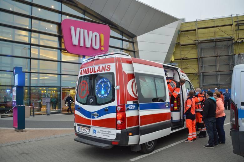 Atak nożownika w galerii VIVO! w Stalowej Woli. Prokurator oskarża pracowników o zaniedbanie obowiązków. Obaj nie przyznają się do winy.