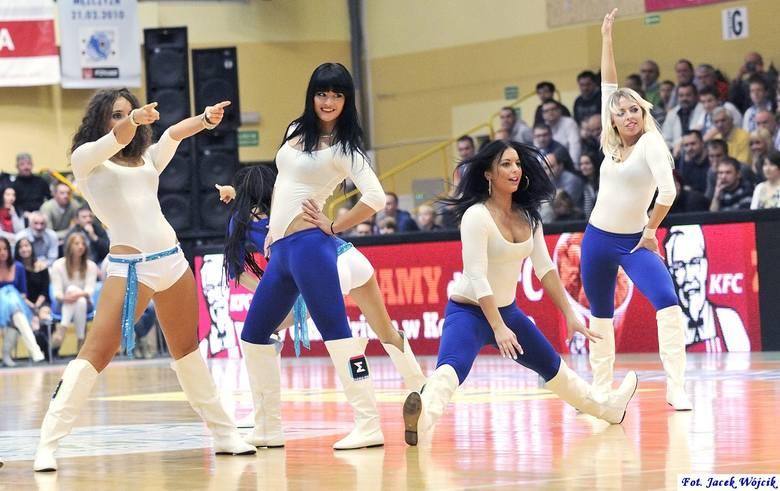 Niedługo minie rok od ostatniego meczu koszykarskiej ekstraklasy w Koszalinie. Na meczach AZS kibice mogli oglądać nie tylko najlepsze w kraju zespoły,