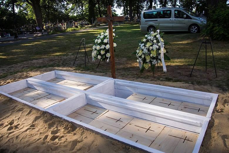 Pogrzeb szczątków dawnych mieszkańców Jeżowego, wydobytych na budowie drogi