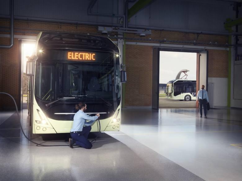 Przetarg na ten kontrakt został rozstrzygnięty jeszcze w sierpniu br. Pierwsze takie pojazdy mają pojawić się na łódzkich ulicach w I kw. 2022 r.Autobusy