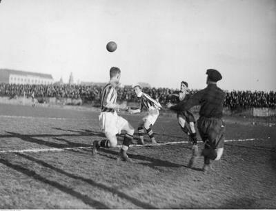"""2. Określenie derbów Krakowa """"Święta wojna"""" przypisuje się piłkarzowi Cracovii Ludwikowi Gintelowi, który na początku lat 20. powiedział"""