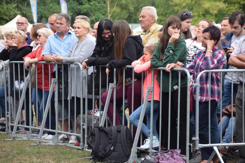Setki osób wzięły udział w pikniku na zakończenie wakacji, który odbył się na stadionie miejskim. W programie znalazły się występy największych gwiazd