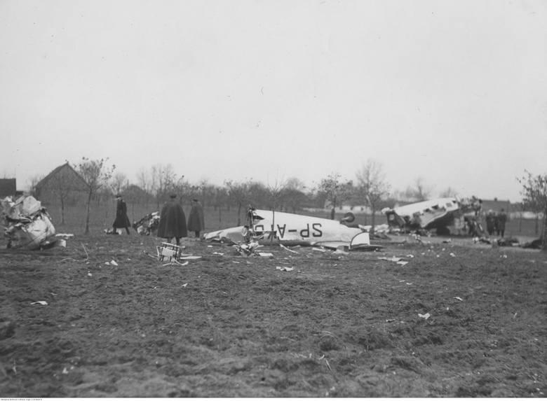 15 marca 1921 roku lotnik Władysław Filipiak, lecąc tuż nad ziemią w centrum miasta, zahaczył skrzydłem samolotu na nabrzeżu Brdy o sieć drutów telegraficznych