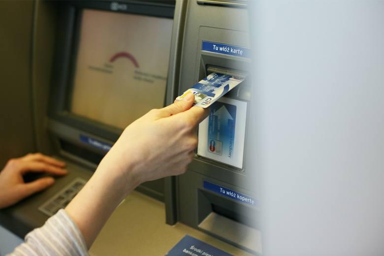 Prawo bankowe mówi o możliwości zablokowania pieniędzy na koncie gdy istnieje podejrzenie, że pieniądze pochodzą z przestępstwa. W takim wypadku bank