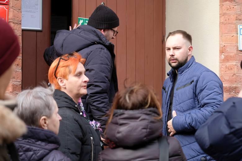 """Mariusz, ofiara księdza pedofila: """"Każdego dnia walczę z demonami"""""""