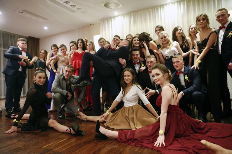 Tak bawili się maturzyści z V LO w Rzeszowie na studniówce w Hotelu Zimowit.