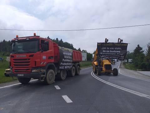 Protest na zakopiance w Naprawie. Droga została zablokowana.