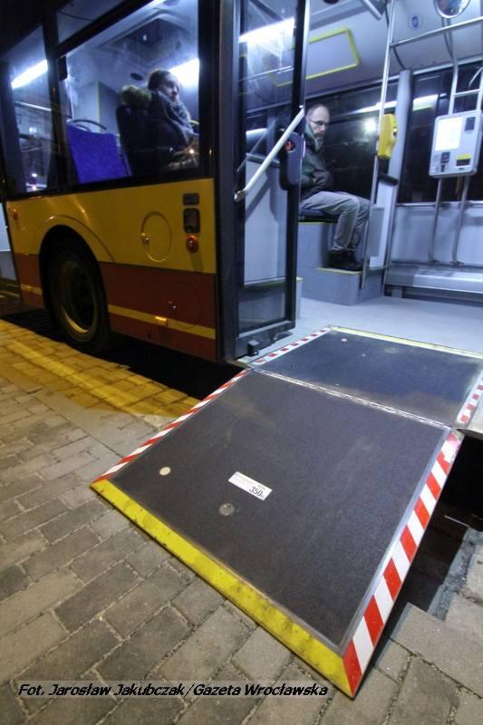 Podjazd dla wózków w solarisach wytrzyma nacisk do 350 kg