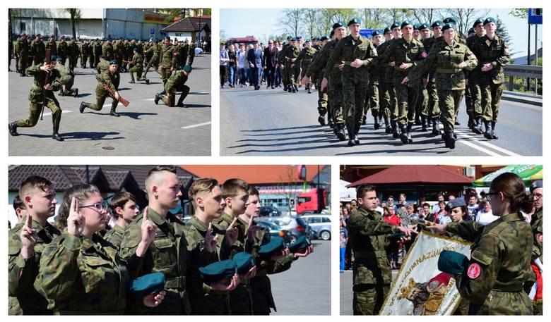 Bardzo uroczysty przebieg miało ślubowanie uczniów technikum mundurowego ZSP im. Kazimierza Wielkiego w Kruszwicy. Kadeci wraz z orkiestrą wojskową przemaszerowali