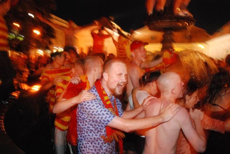 Czerwiec 2007. Wielka radość  kibiców po powrocie Jagiellonii do ekstraklasy piłkarskiej