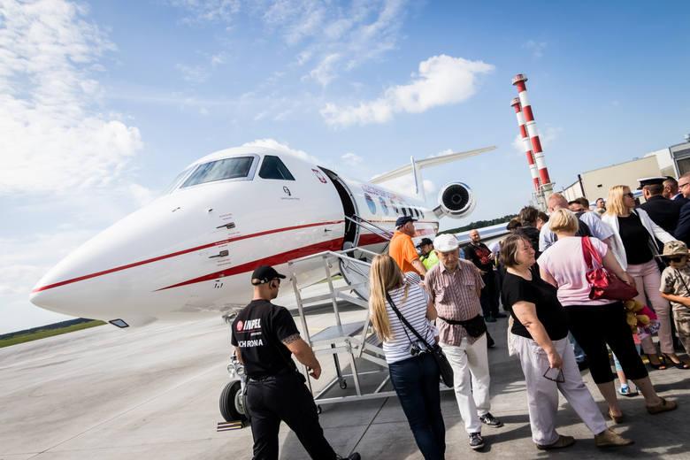 Podczas sobotniej uroczystości przejęcia i nadania imienia samolotowi na lotnisku uczestniczył m.in. sekretarz stanu w MON Bartosz Kownacki. - To dla