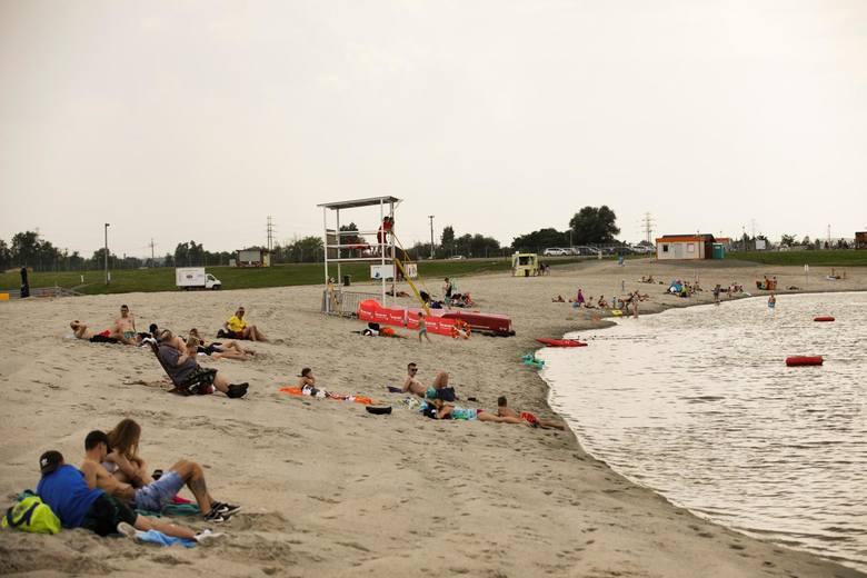 Przystań Brzegi - 10 km od centrum KrakowaKąpielisko jest wydzielonym bojami fragmentem zbiornika wodnego o wymiarach 100x40 m wraz z piaszczystą plażą