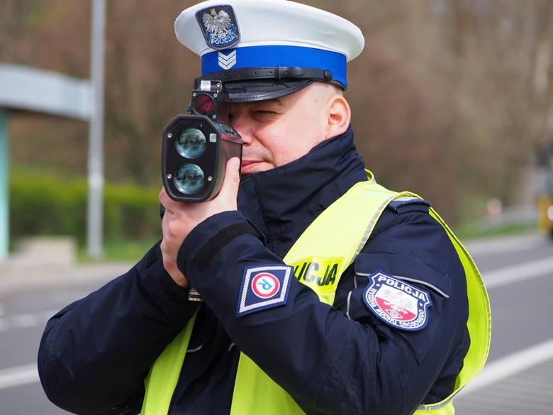 """Alicja KucharskaNa drogach całego kraju przeprowadzane są działania """"Prędkość"""", które mają na celu ograniczanie zdarzeń drogowych, których główną przyczyną"""